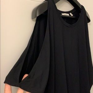 Aritzia Babaton cold shoulder shirt